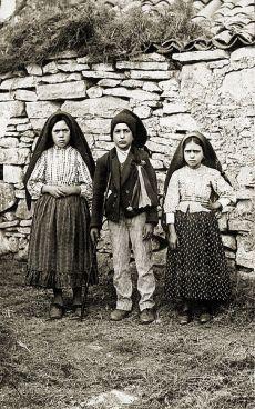 Lucia, Francisco and Jacinta - visionaries of Fatima.